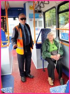 Scambio di ruoli autista e utente cieco